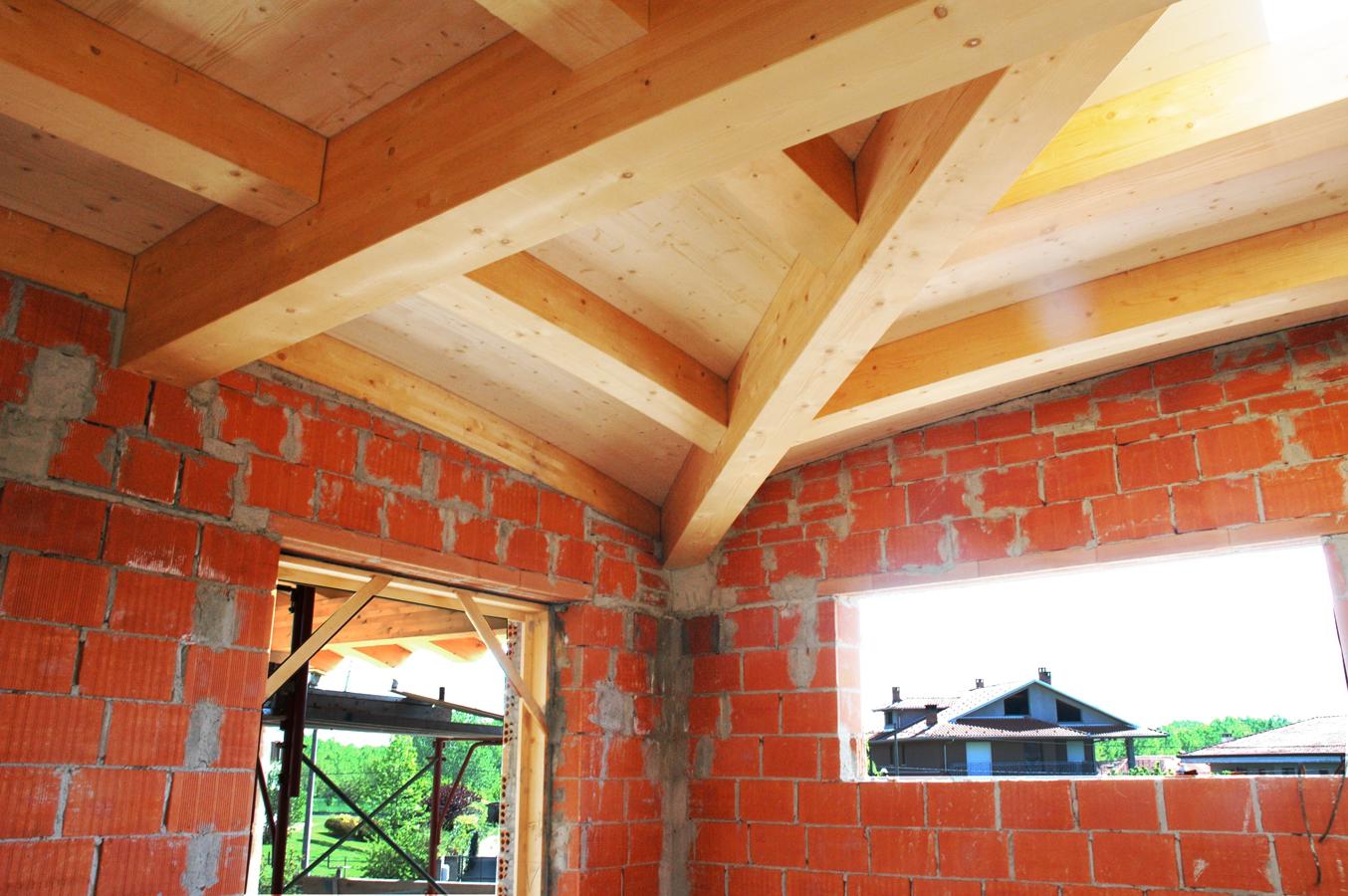 tetto realizzato inlegno, struttura interna di sostegno