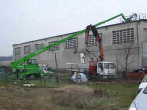 Rimozione amianto - Merlo e camion al lavoro rimozione amianto